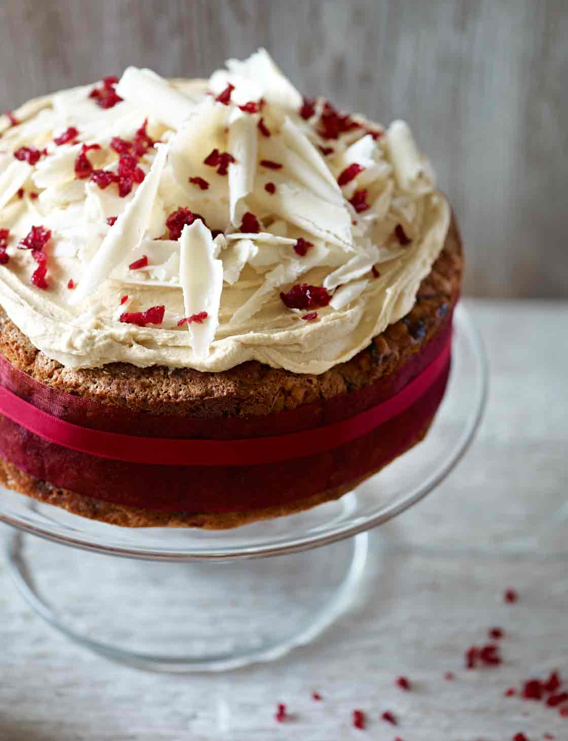 Cranberry Christmas Cake.White Chocolate And Cranberry Christmas Cake