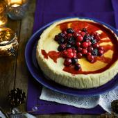 Berry and cinnamon baked cheesecake