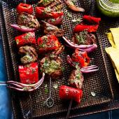 Smoky steak and red pepper kebabs with herby drizzle