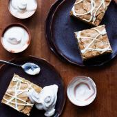 Blondie cappuccino squares with coffee cream