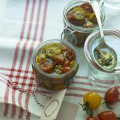 Oven-dried tomatoes in garlic & herb oil