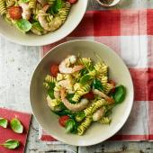 Garlicky prawn and courgette pasta