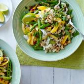 Pad Thai noodles with mango and crab