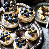 Maple meringues with coconut & berries