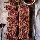 Raspberry and cacao quinoa slice
