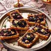 Red wine onion tarts with goats' cheese