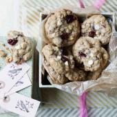 Cherry, cinnamon and white chocolate cookies