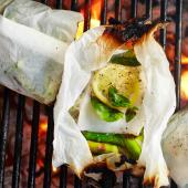 Cod baked in paper with basil and asparagus