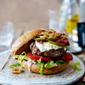 Mozzarella beef burgers with spicy fried onions