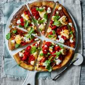 Houmous, pepper, goats' cheese and sweet chilli pizza