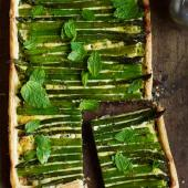 Asparagus, spring onion and mint tart