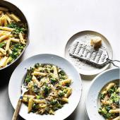 Broccoli & pine nut pesto penne
