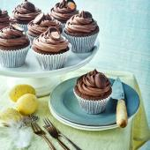 Creme Egg chocolate fudge cakes
