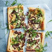 Balsamic onion, goats' cheese and rocket tart