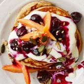 Oaty hotcakes with blueberry compote