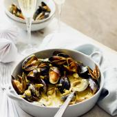 Mussels in a spiced Champagne sauce