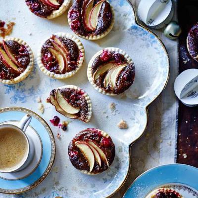 Sticky toffee apple mince pies