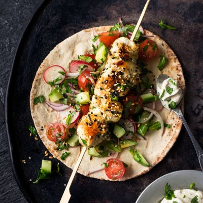 Barbecued lemon, garlic and thyme chicken kebabs