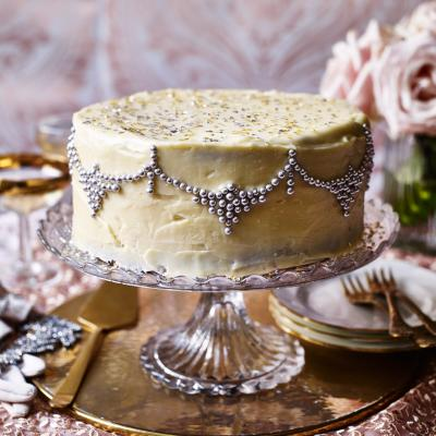 Glitzy white chocolate cake