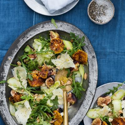 Wild rocket salad with caramelised oranges, figs and Manchego