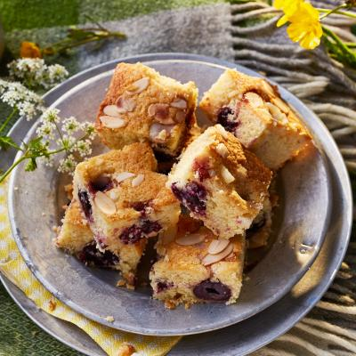 Clotted cream cherry bake