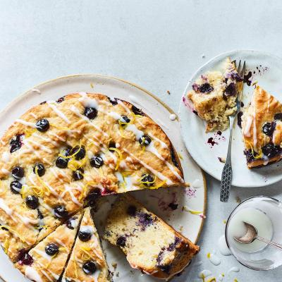 Lemon-blueberry muffin cake