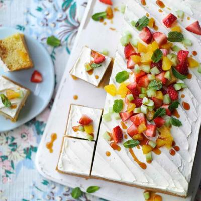 Pimm's cup traybake
