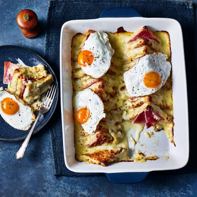 Croque madame brunch bake