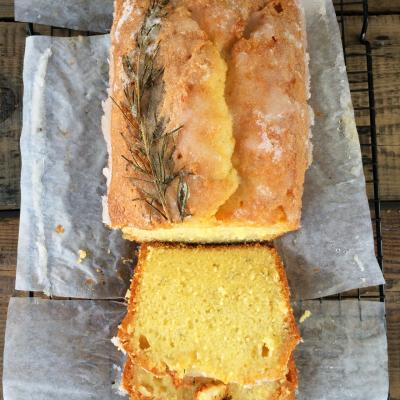 Gin and lemon drizzle cake