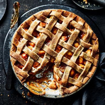 How to make a toffee apple pie