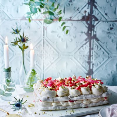 Pistachio and rhubarb meringue cake
