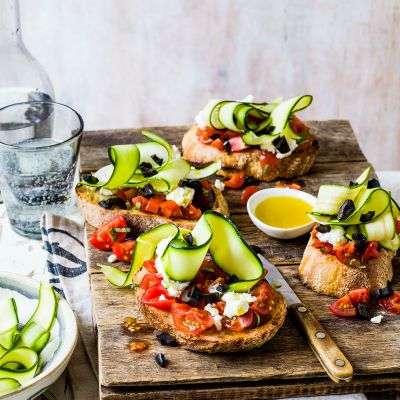 Goats' cheese, tomato and courgette bruschetta
