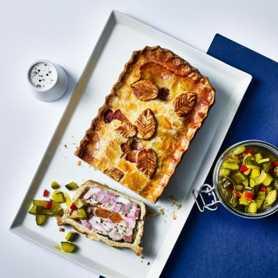 Chicken, smoked ham and apricot pie