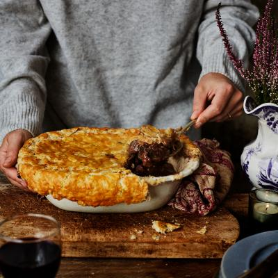 Venison and red wine pie