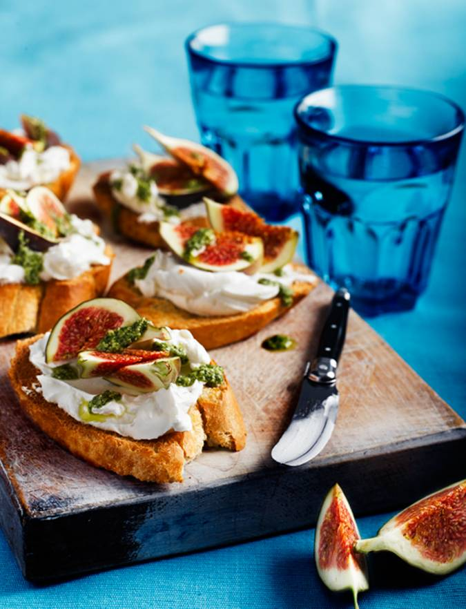 Recipe: French goats' cheese fig and pesto crostini