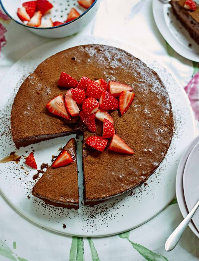 Recipe: Chocolate mousse cake with strawberries