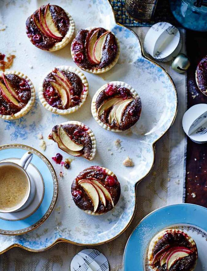 Recipe: Sticky toffee apple mince pies