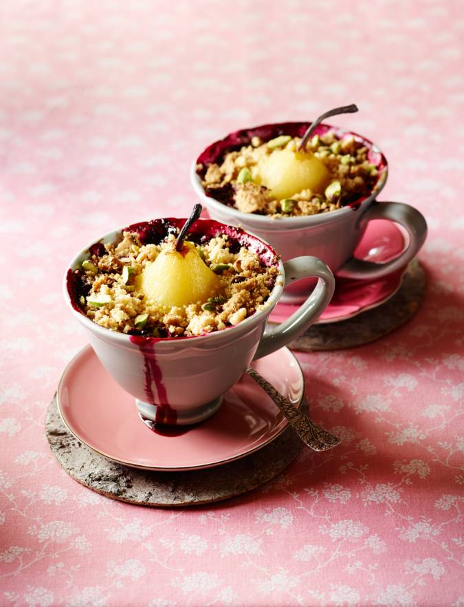 Recipe: Pear and forest fruit crumble