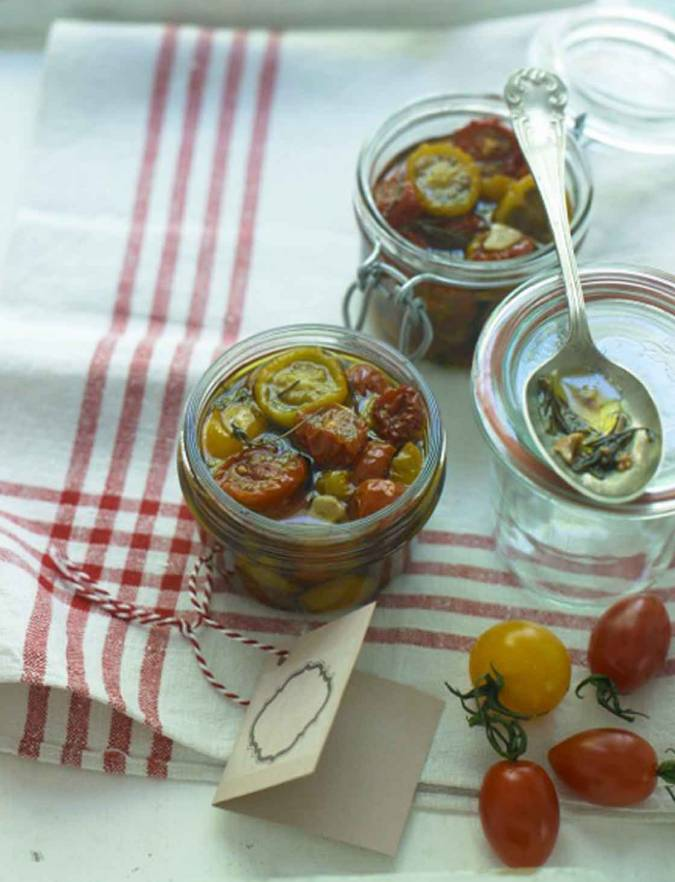 Recipe: Oven-dried tomatoes in garlic & herb oil
