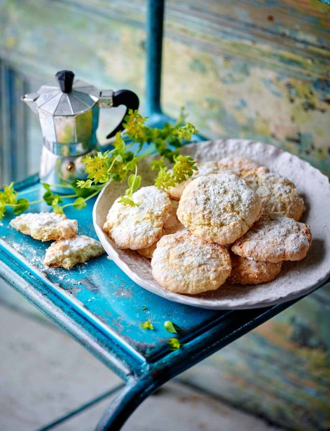Recipe: Soft lemon and almond cookies