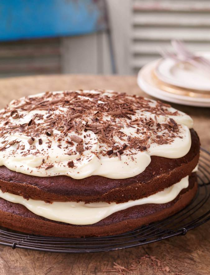 Recipe: Chocolate cake with cream cheese icing