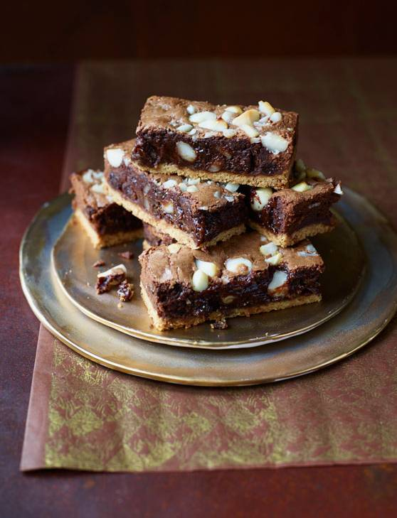 Recipe: Macadamia, rum and raisin brownie shortbread bars