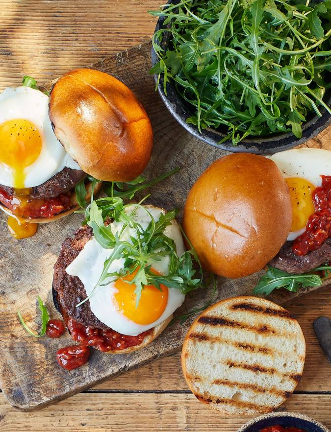 Recipe: Brunch burger with bacon ketchup