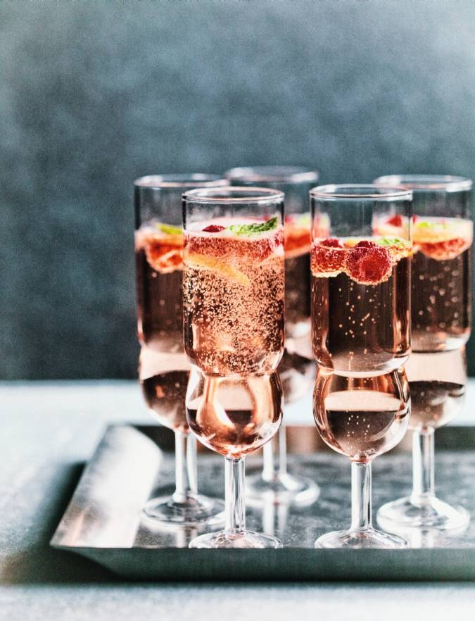 Recipe: Rosé, raspberry & mint fizz