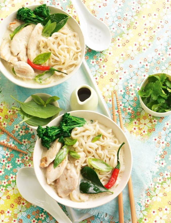 Recipe: Green chicken curry with noodles