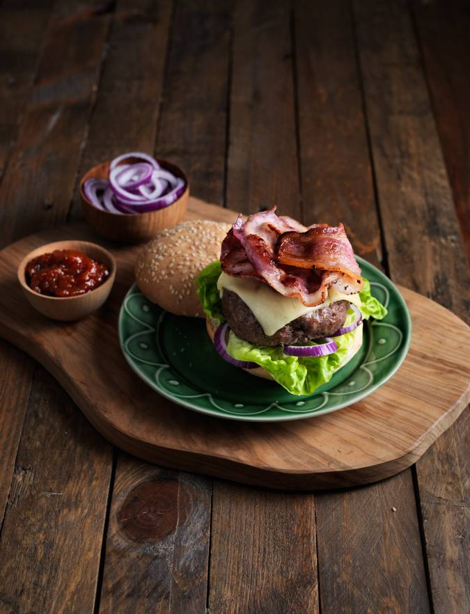 Recipe: Classic cheese and bacon burger