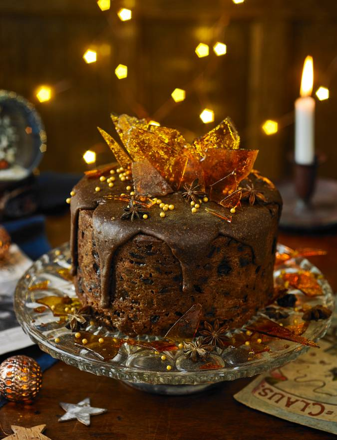 Caramel fudge Christmas cake decoration | Sainsbury's Magazine