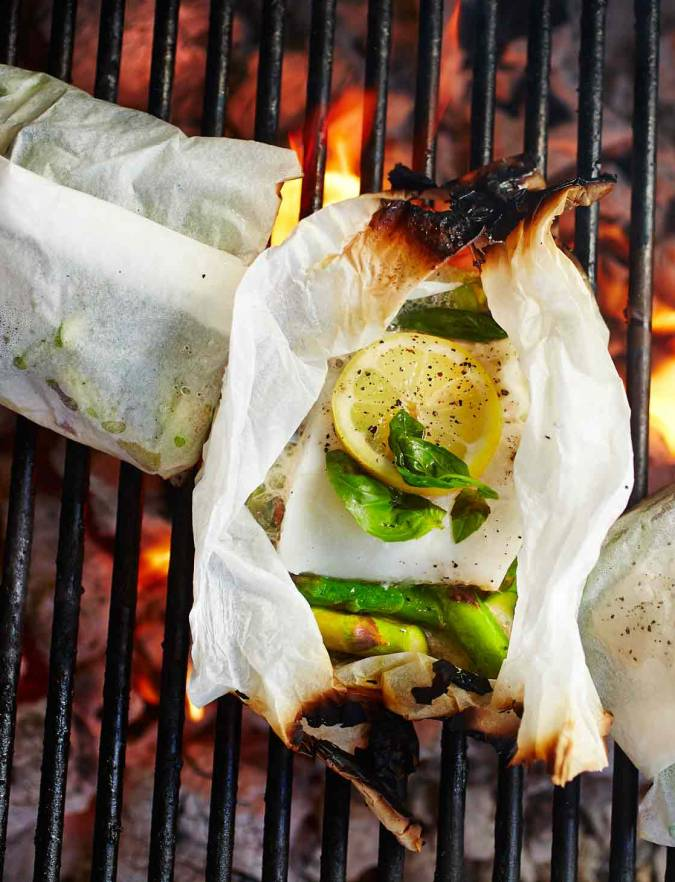 Recipe: Cod baked in paper with basil and asparagus