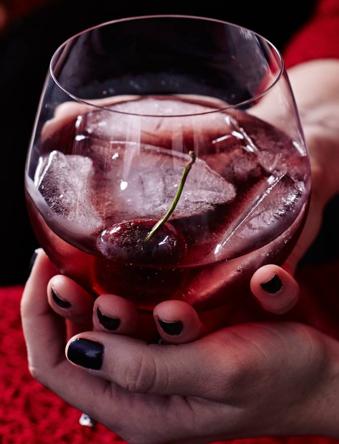 Recipe: Cherry cheer cocktail with toffee cherries