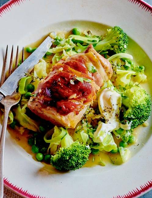 Recipe: Pork fillet with sweetheart cabbage fricassee